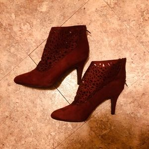 BURGUNDY SUEDE IHIGH HEEL BOOTIES BY IMPO SIZE 8.5